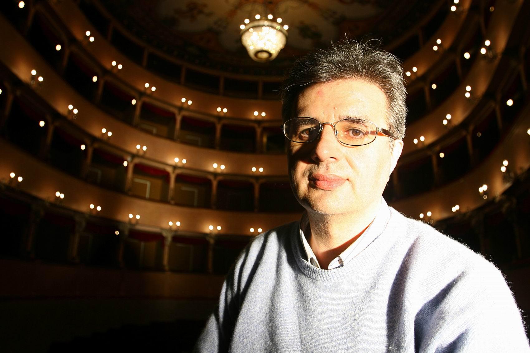 Vito_minoia_in_raffaello_sanzio_theatre_in_urbino._ph._f._deriu