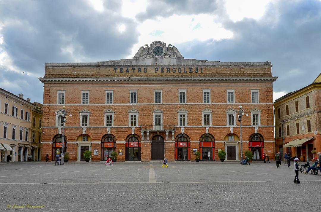 Teatro_pergolesi_esterno__foto_di_claudio_pasquinelli_01