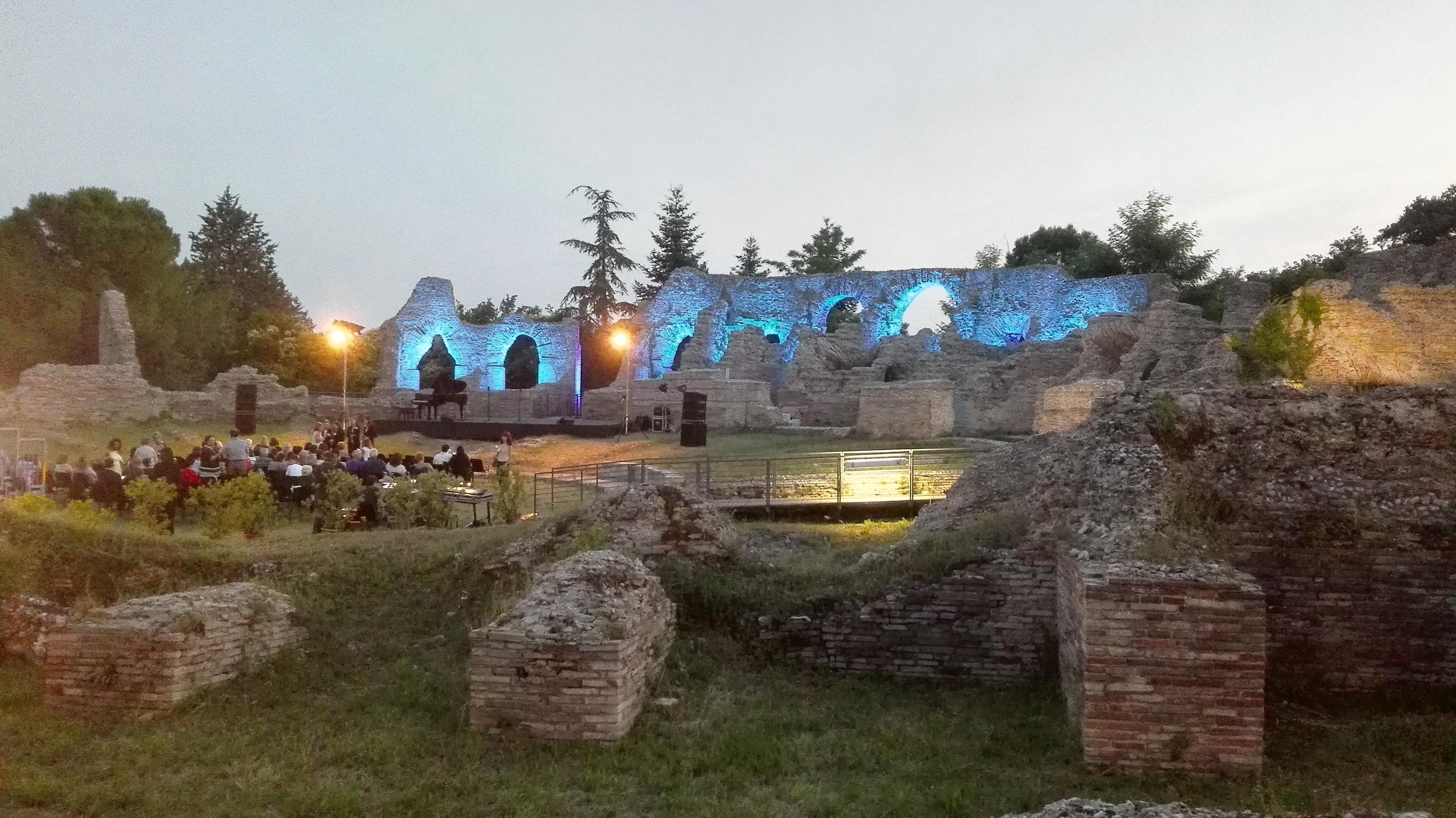 Teatro_romano__helvia_recina___1_