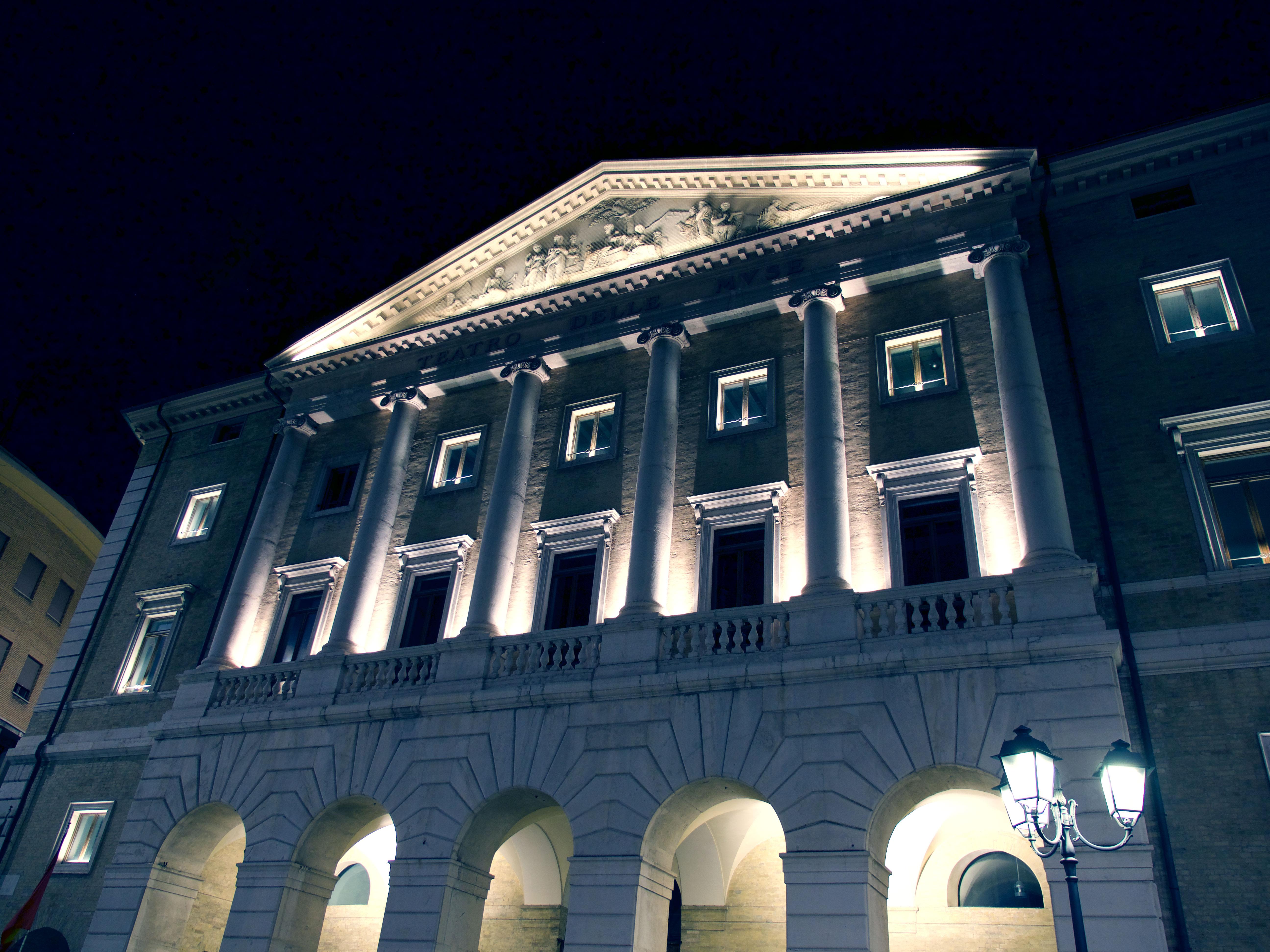 Teatro_delle_muse_facciata_foto_alessandro_cecchi